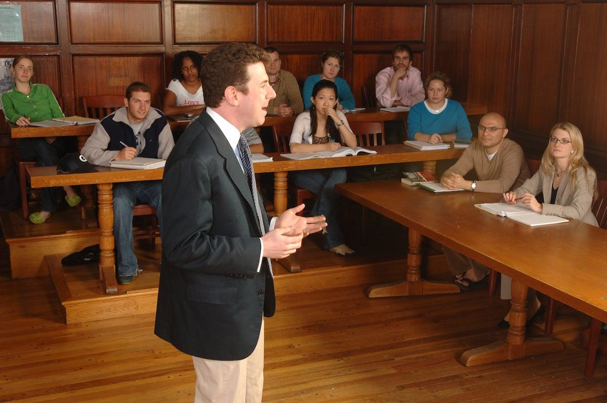 Prof. Dan Byman in a seminar class